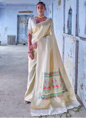 Arresting Silk Weaving Trendy Saree