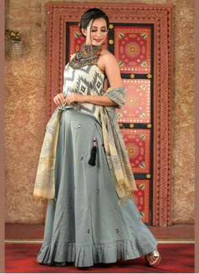 Garba Wear Chaniya Choli in Grey Ikkat