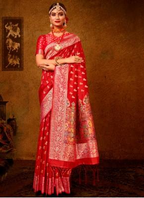 Dashing Weaving Banarasi Silk Traditional Saree