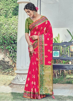 Dazzling Woven Rani Traditional Saree