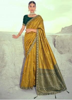 Fascinating Silk Weaving Designer Traditional Saree