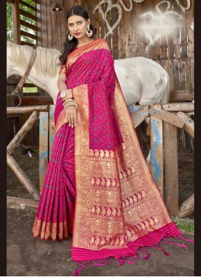 Hypnotizing Designer Traditional Saree For Ceremonial