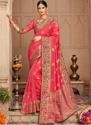 Imposing Weaving Pink Silk Traditional Saree