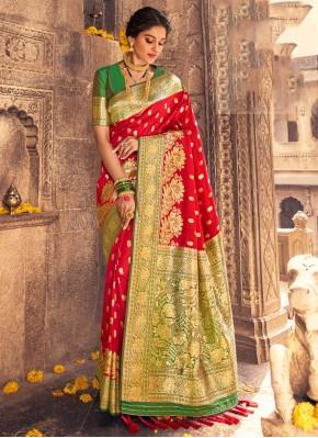 Impressive Designer Traditional Saree For Mehndi