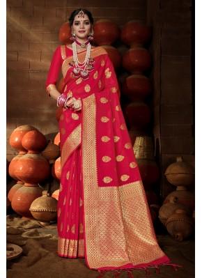 Phenomenal Rani Weaving Traditional Saree
