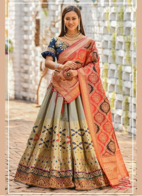 Prominent Zari Banarasi Silk Bollywood Lehenga Choli
