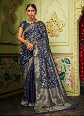 Refreshing Traditional Saree For Party