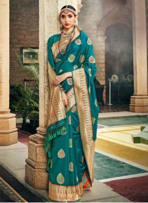 Remarkable Rama Designer Traditional Saree