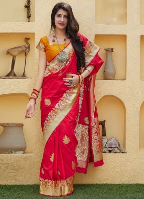 Sightly Weaving Red Traditional Saree