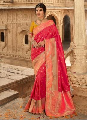 Tantalizing Silk Weaving Traditional Designer Saree